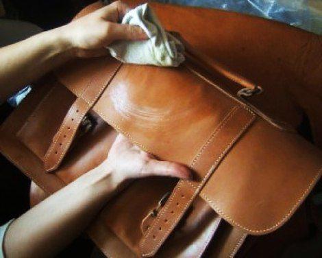 Как стирать кожаную сумку в домашних условиях
