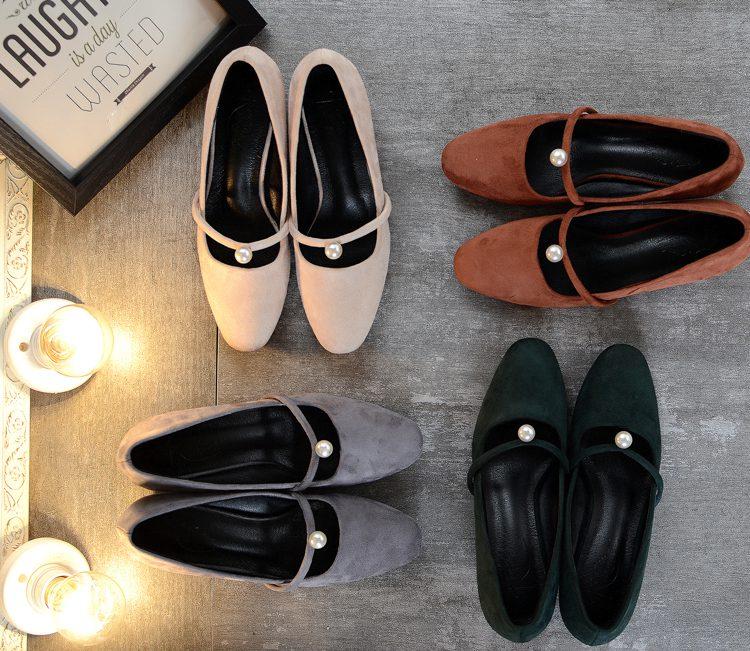 Женская обувь: женские балетки